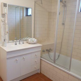 Rm 7 bathroom