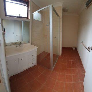 TL Classic Room bathroom
